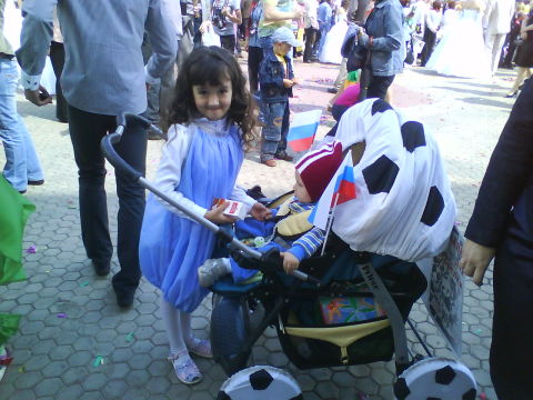 Вот так мы украсили коляску на парад