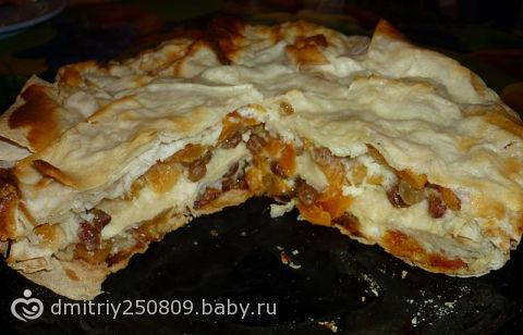 Пирог с творогом курагой и изюмом