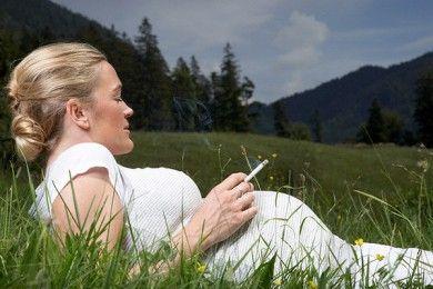 Курение во время беременности.