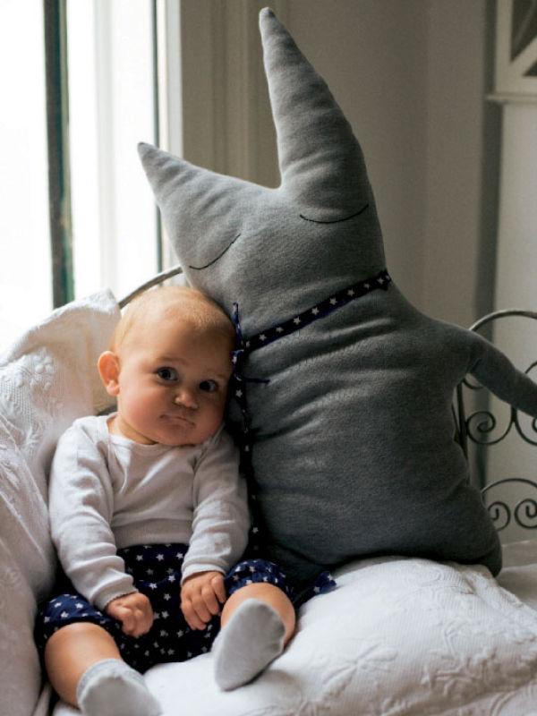 Такой малыш смешной:))))