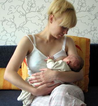 голые мамы кормят грудью фото