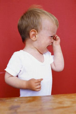 ребенок год и три бьется головой фен, стиральная машина