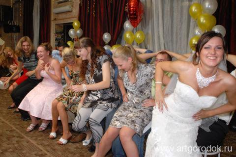 Смешные конкурсы на свадьбу молодым