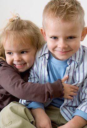 Девчонки изучают мальчика фото 612-394