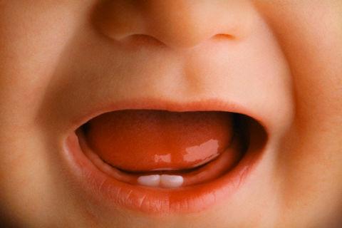 Народная помощь при прорезывании первых зубов